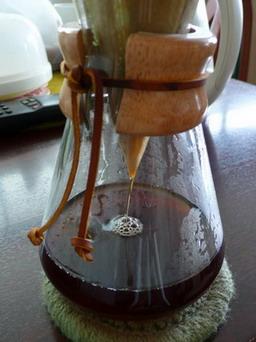 น้ำกาแฟจากถูกกรองลงมาด้านล่าง
